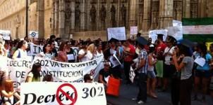 Plataforma de interinos contra el Decreto 302 abandona su encierro